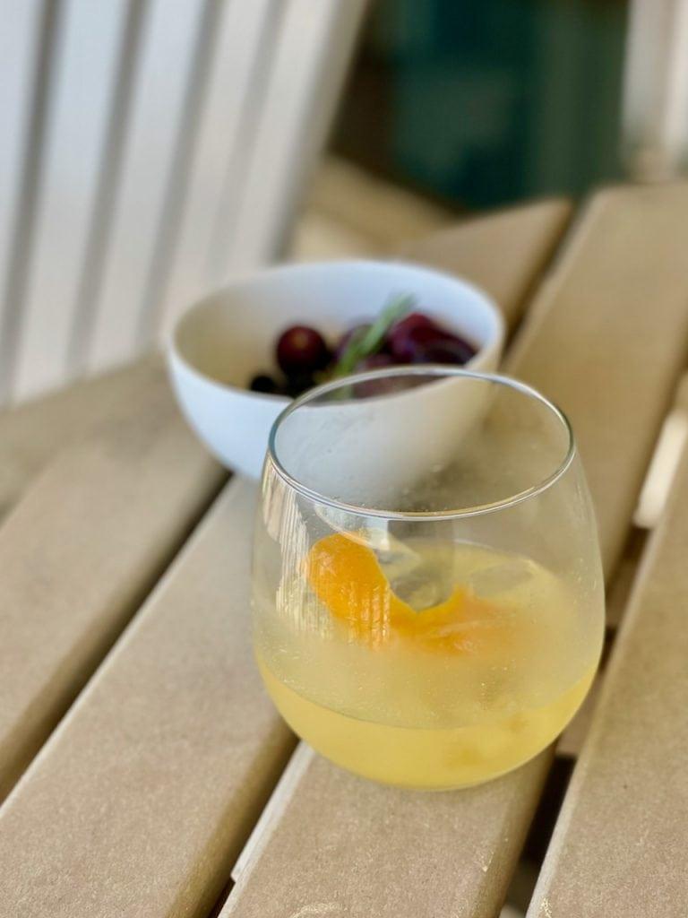 breakfast martini with non alcoholic gin