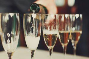 non alcoholic sparkling wine pouring