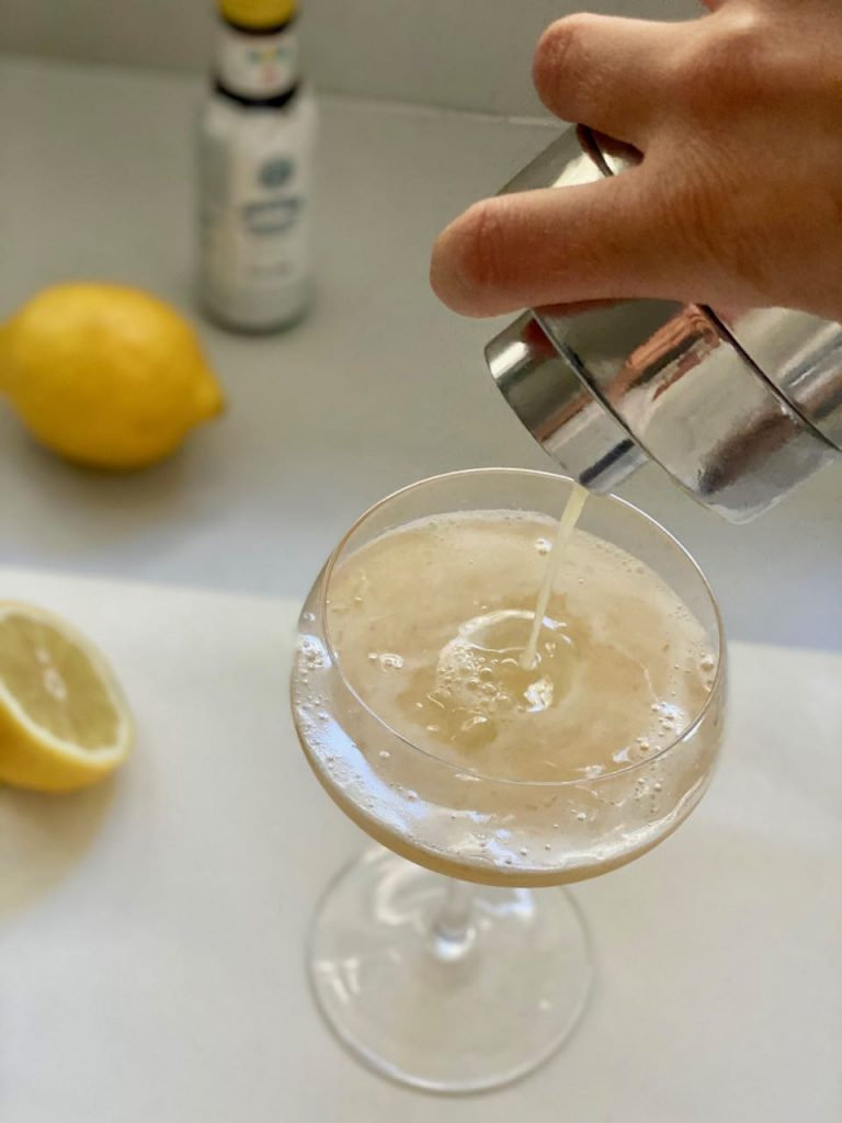 non alcoholic whiskey sour with lyres